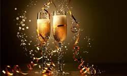 01 - El champán o champaña, del francés champagne, es un tipo de vino espumoso con denominación de origen controlada, elaborado conforme al método champenoise en la región de Champaña, Francia. Se trata generalmente de un vino blanco, aunque también existe el champán rosado, que se elabora a partir de varios tipos de uva, la mayor parte tintas.