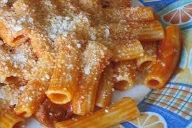 """04 - Mantener la propia comida es una forma muy agradable de mantener la propia alma, y eso es importante. Por eso, y porque la cocina italiana es magnífica y sencilla, no hay rincón del planeta donde no encontremos un """"ristorante italiano"""" o, al menos, una """"trattoria""""."""