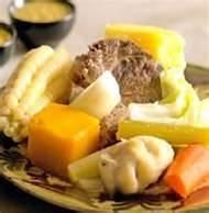 021 - Para hacer un buen sancochado, la carne se pone en el agua caliente.